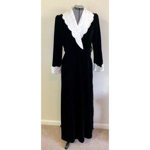 Vintage Georgette Trabolsi Black Velvet Robe White